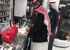 لجنة غلاء الأسعار بالخفجي ترصد عدداً من المخالفات وتغلق محلاتٍ تجارية