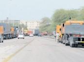 طوابير الشاحنات تثير «ذعر» عابري جسر الملك فهد