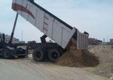 بلدية الخفجي تبدأ حملة ردم تجمعات مياه الأمطار بالأحياء السكنية