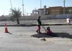 بلدية الخفجي: تستكمل أعمال ردم الحفر الناتجة عن الأمطار وإعادة سفلتة بعض الشوارع