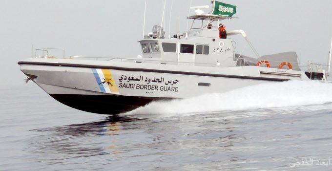 «حرس الحدود» بالخفجي يباشر حادث تصادم قارب صيد مع قاطرة
