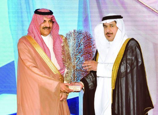 سعود بن خالد يكرم البنك العربي الوطني