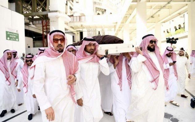 أداء صلاة الميت على الأمير بندر بن خالد بن عبدالعزيز بالمسجد الحرام