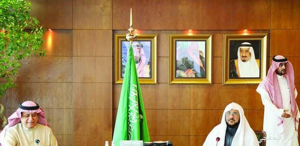 وزير الشؤون الإسلامية يبحث مع وزير الخدمة المدنية تطوير العمل الإداري