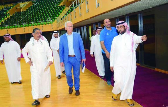 الاتحاد الدولي لكرة اليد يقف على استعدادات «سوبر جلوب» في الدمام