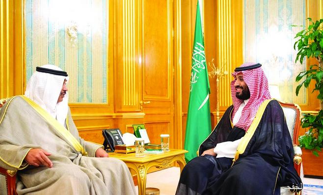 ولي العهد يطمئن على صحة أمير الكويت