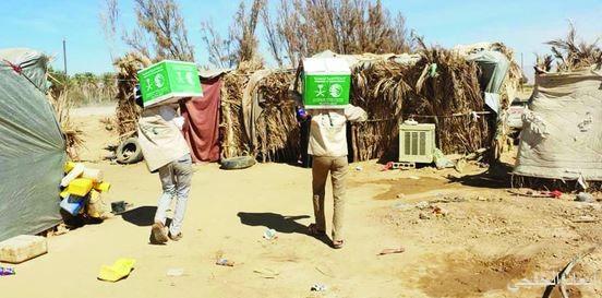 """""""إغاثي الملك سلمان"""" يوزع سلالاً غذائية لـ4,200 يمني في الحزم"""