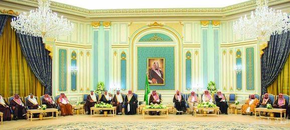 خادم الحرمين يستقبل الأمراء والمفتي والمواطنين