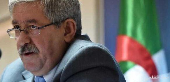 احتجاز رئيس الحكومة السابق أحمد أويحيى على خلفية تهم بالفساد