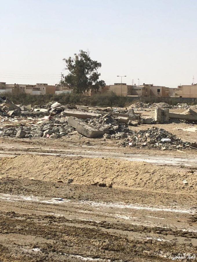 نفايات ومخلفات بناء تشوه طريق الملك سلمان بن عبدالعزيز بالخفجي