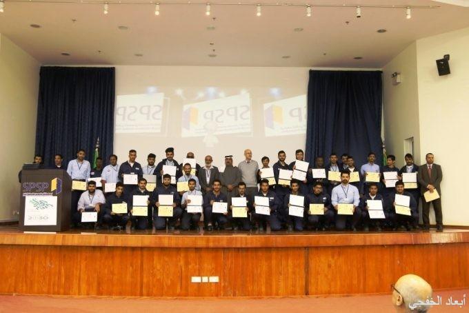 معهد البترول يكرم 168 طالب من طلاب القسم الاكاديمي