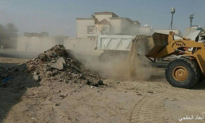 بلدية الخفجي تبدأ بحملة إزالة الأنقاض من الأحياء السكنية والتجارية