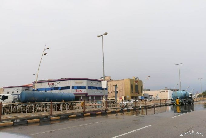 بلدية الخفجي: تصريف أكثر من 95 ألف متر مكعب من مياه الأمطار